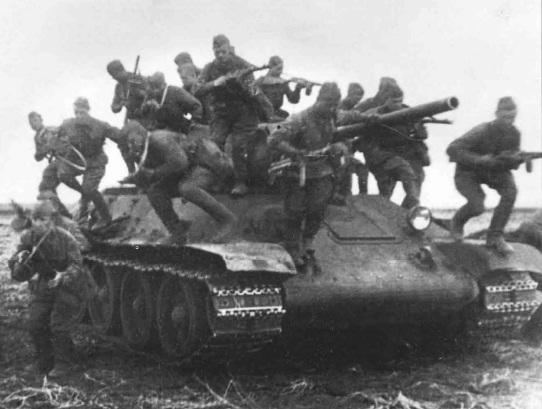 десант покидает танк т-34