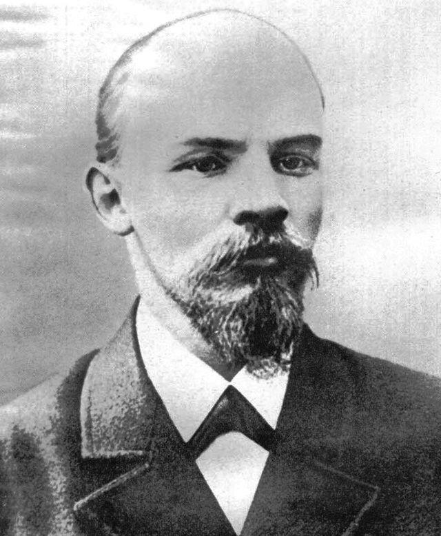 640px-Lenin1900